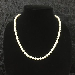 20 inch pearl necklace by Avon L007
